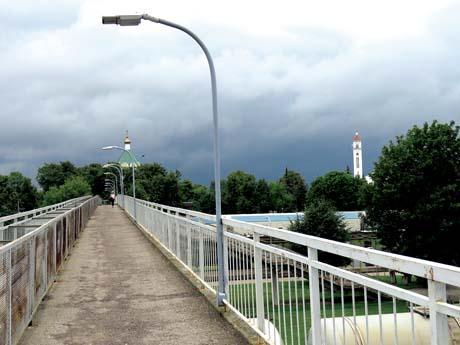Vizitinė kortelė – pėsčiųjų tiltas ir geležinkelis