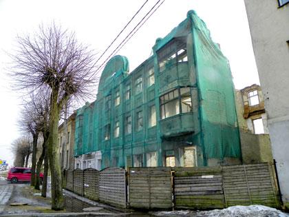 Sudegusiam pastatui reikia brangaus stogo