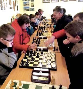 Šachmatų turnyras pritraukė daug įvairaus amžiaus dalyvių