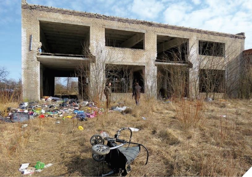 Iš keramikos gamyklos – tik griuvėsiai ir šiukšlės