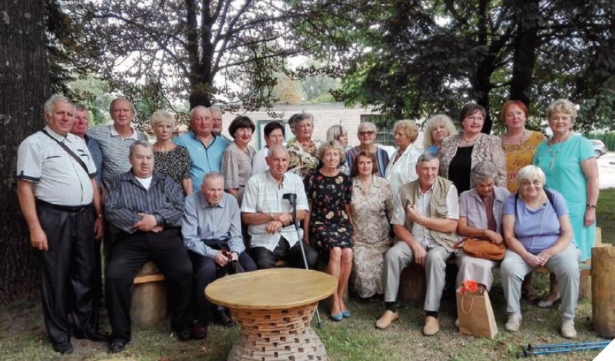Bendraklasiai susitiko po 49 metų