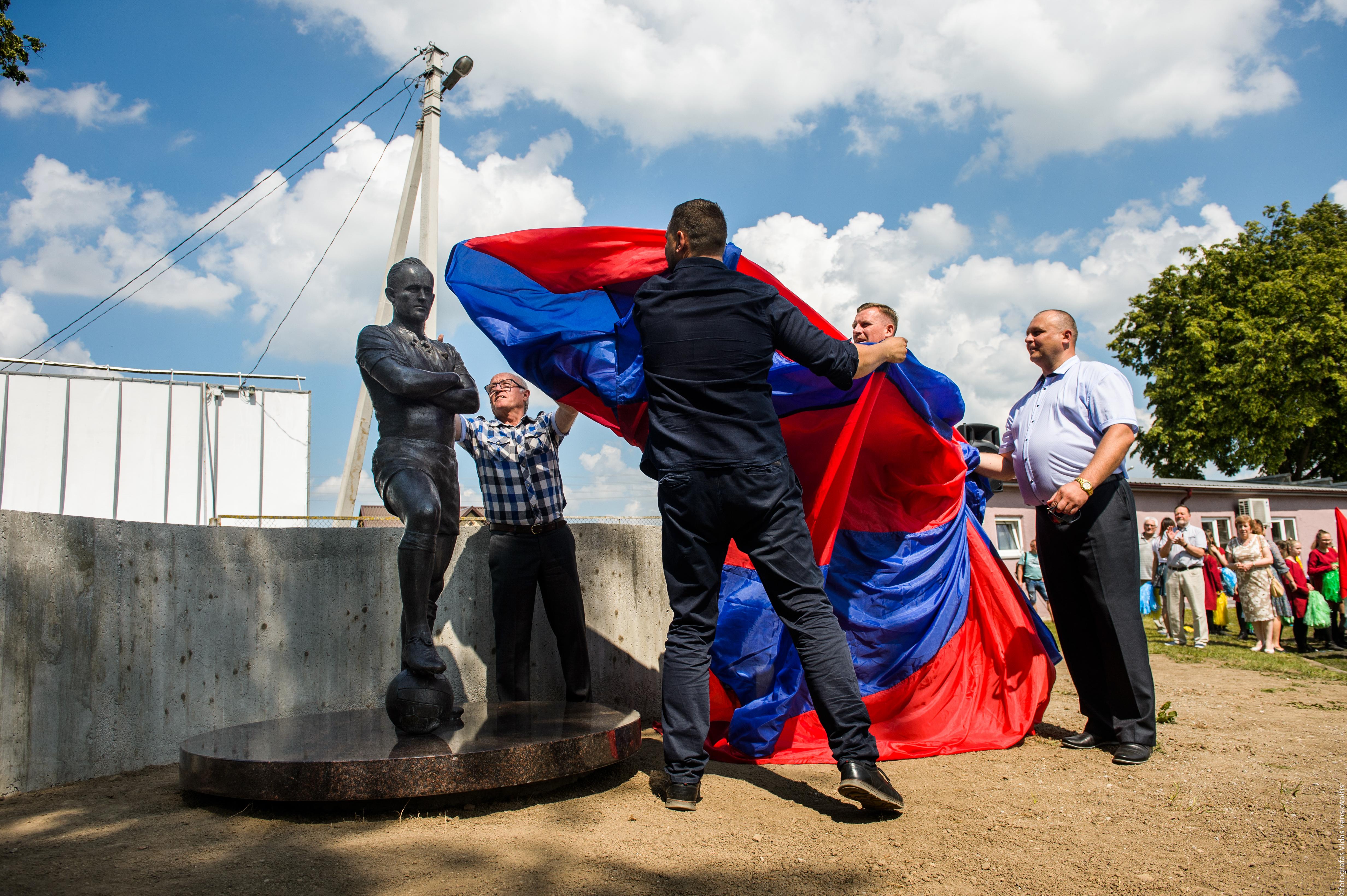 Pirmasis paminklas sporto žmogui Lietuvoje –  Kybartuose